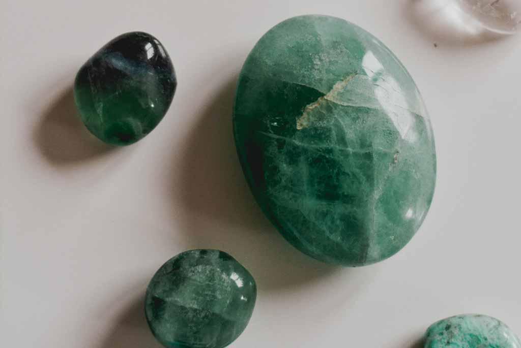 Farbe des Edelsteins für deinen Siegelring bestimmen